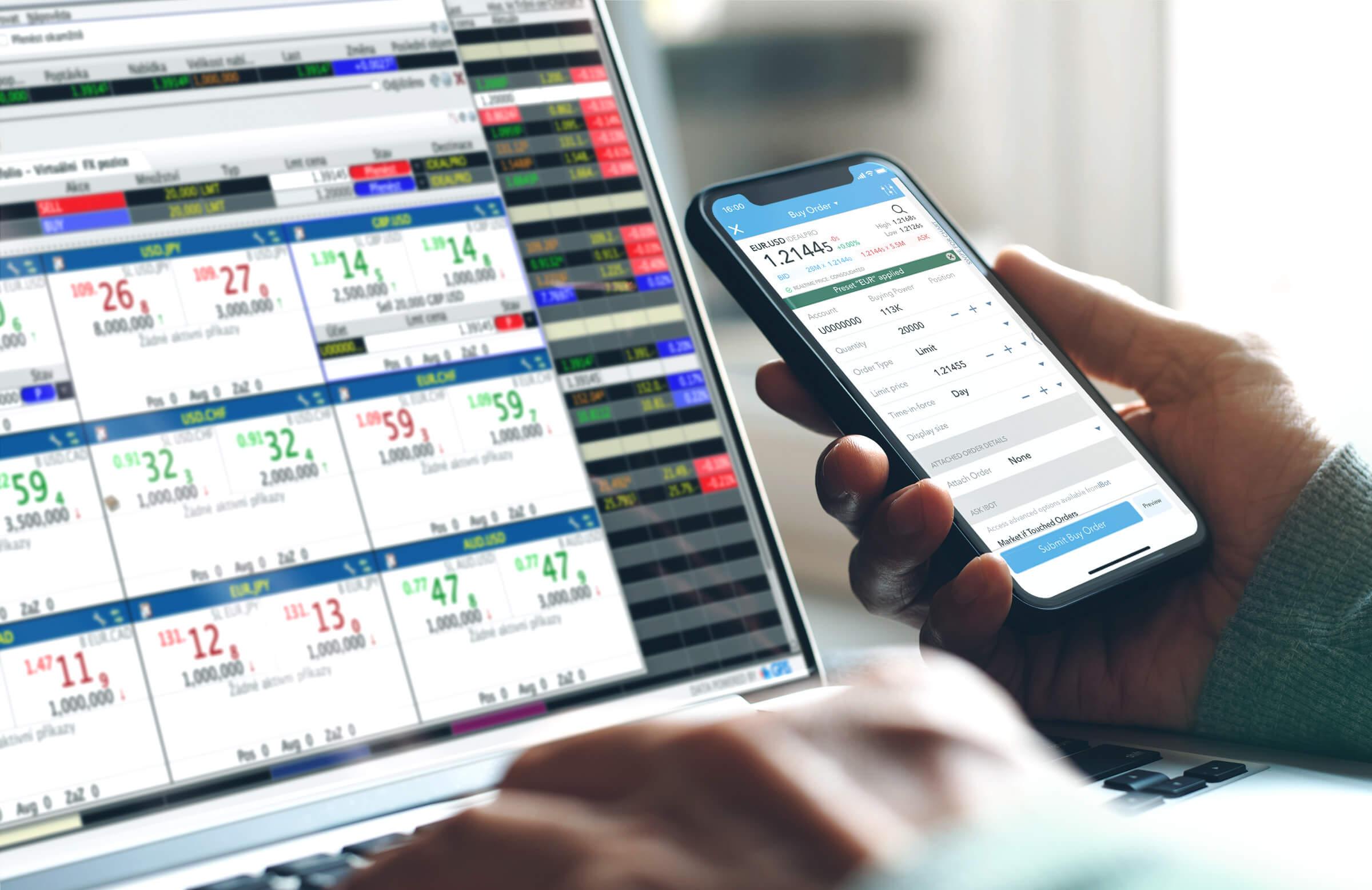 Investor a klient LYNX obchodující forex na mobilní aplikaci i platformě určené pro počítače