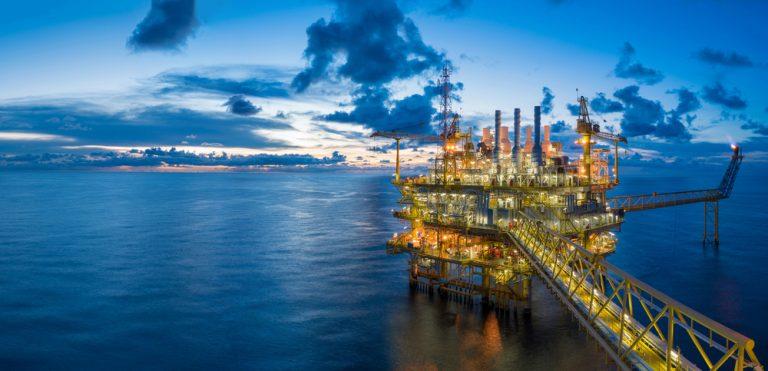 Poptávka po ropě stále roste. Roste i nabídka?