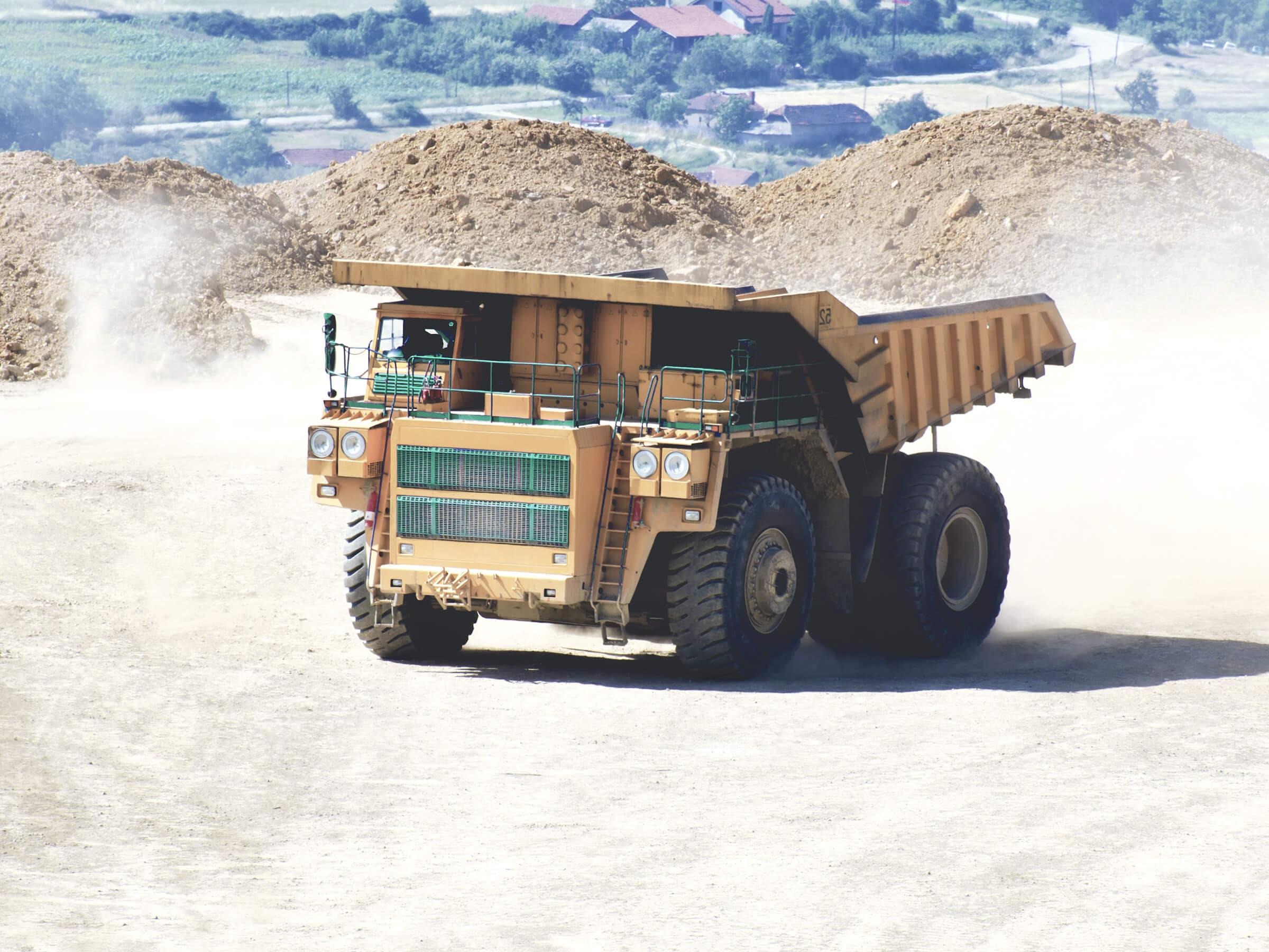 Nákladní automobil na převážení horniny