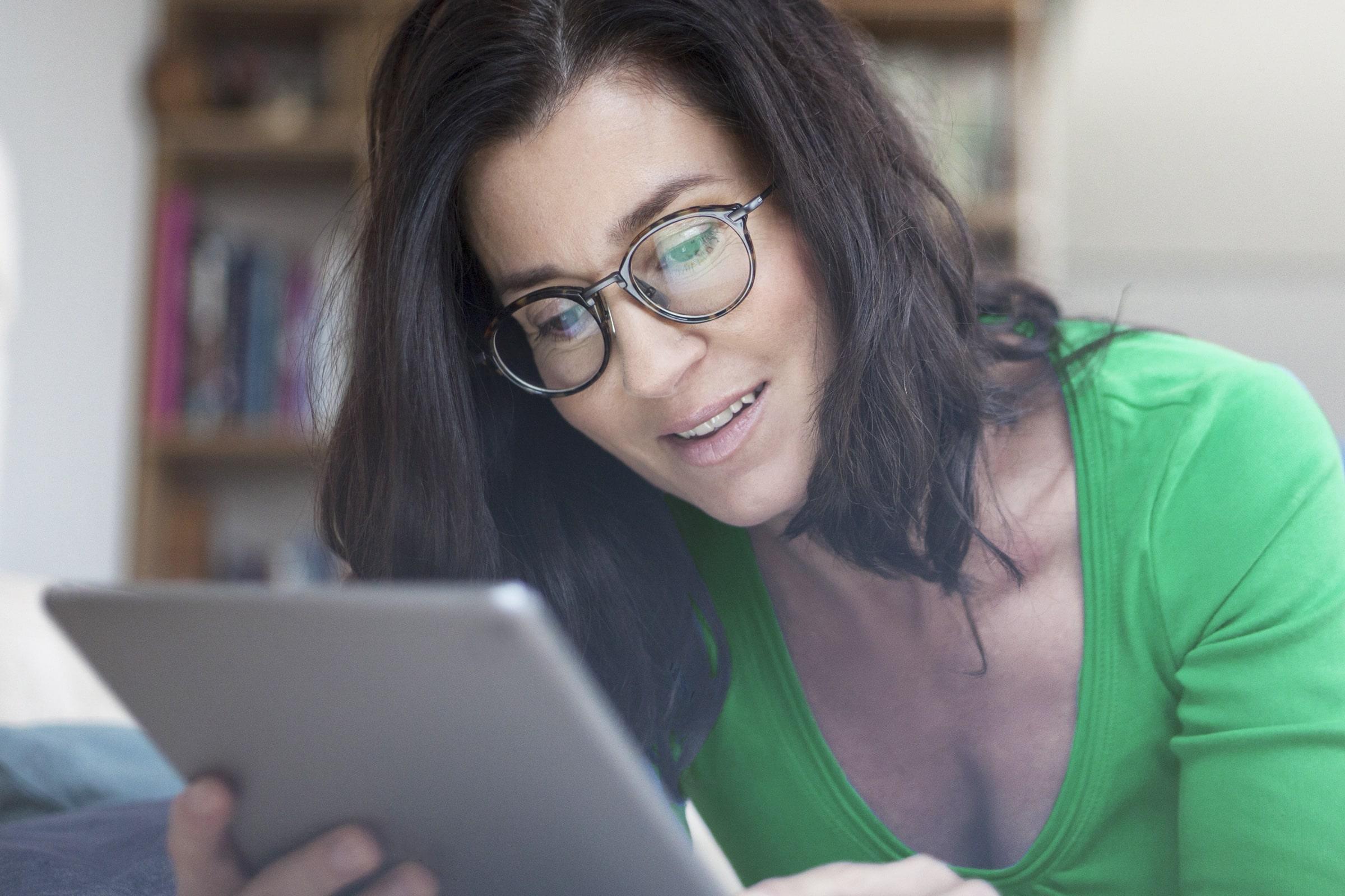 Investorka otevírající si účet prostřednictvím online brokera LYNX