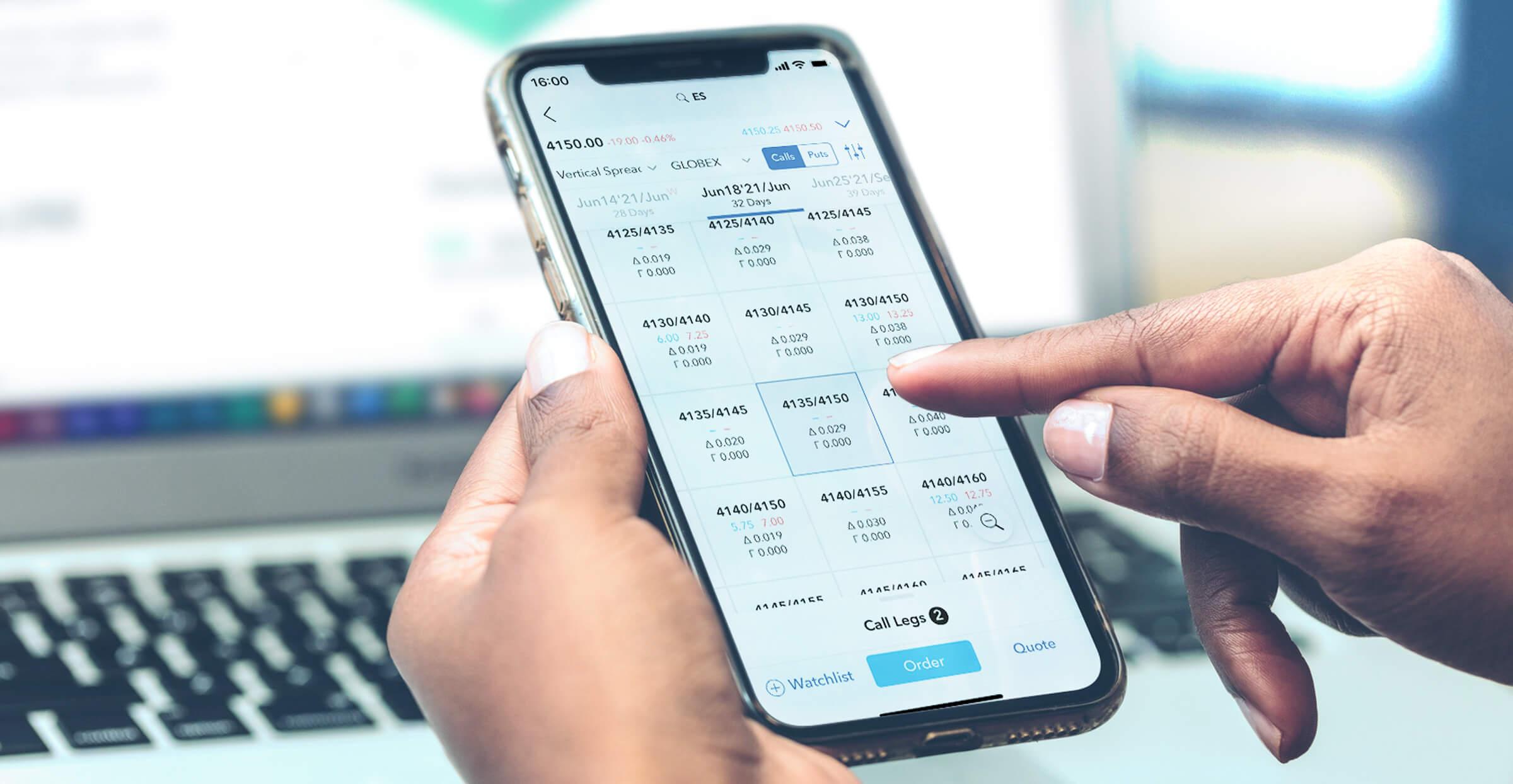 Mobilní telefon s otevřenou obchodní aplikací