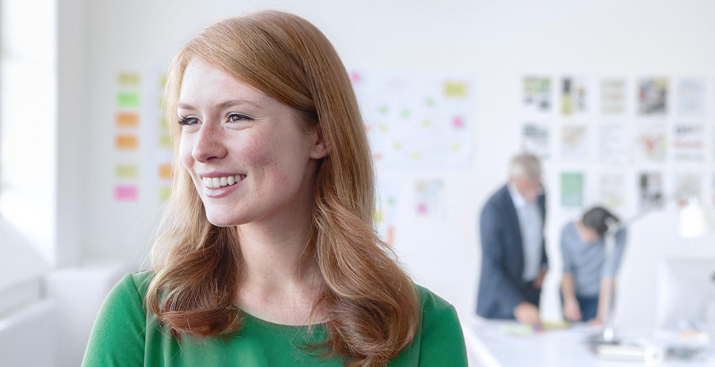 Spokojená investorka a klientka online brokera LYNX