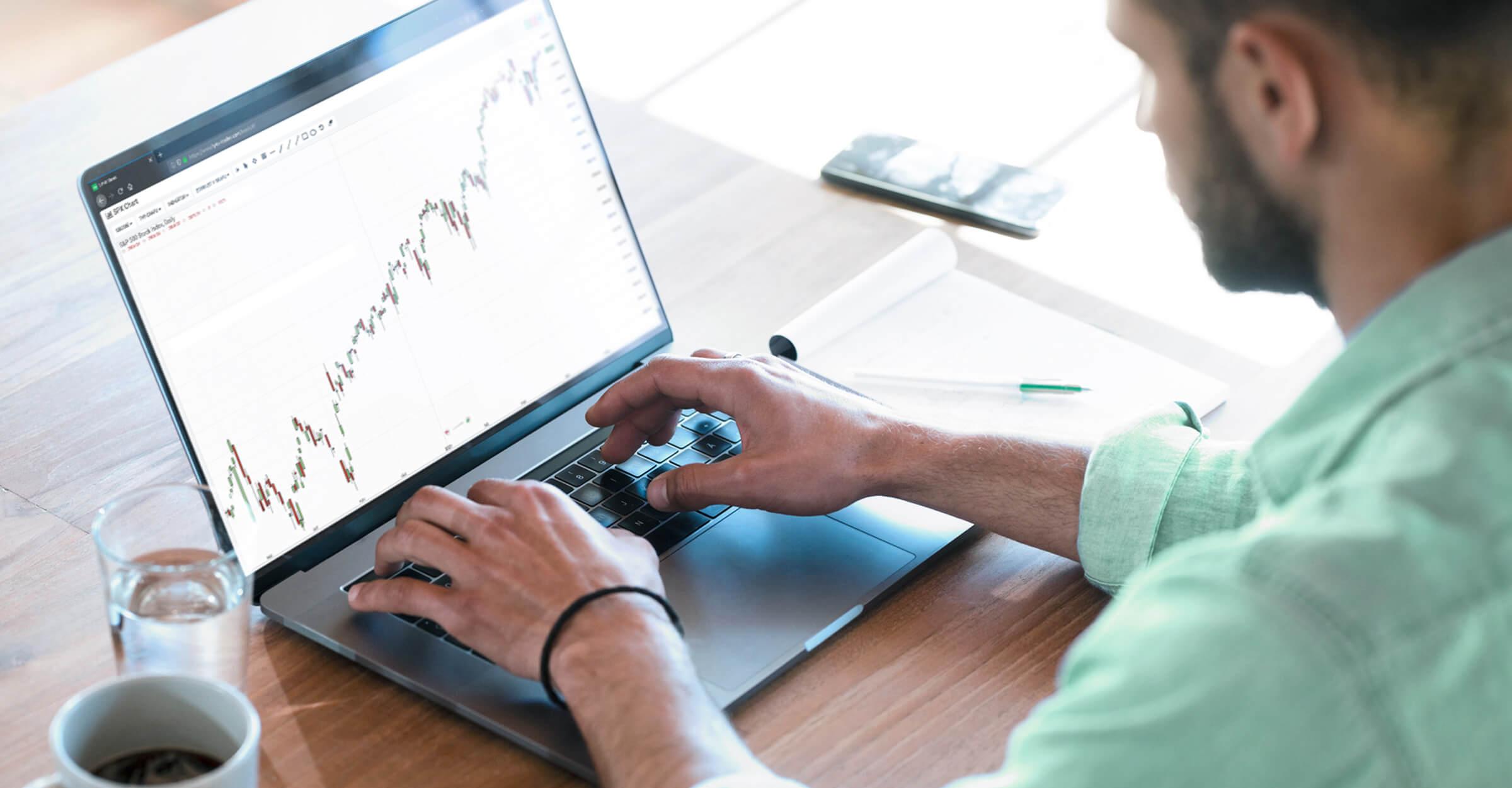 Trader a klient LYNX obchodující prostřednictvím obchodní platformy LYNX Basic