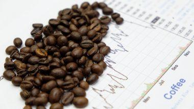 Zrnka kávy a cenový graf